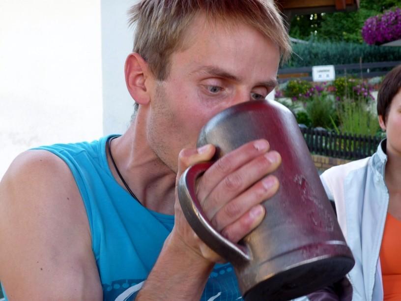 die letzten Kraftreserven forderte das Trinken aus der Freibiermaß der Wirtsleute
