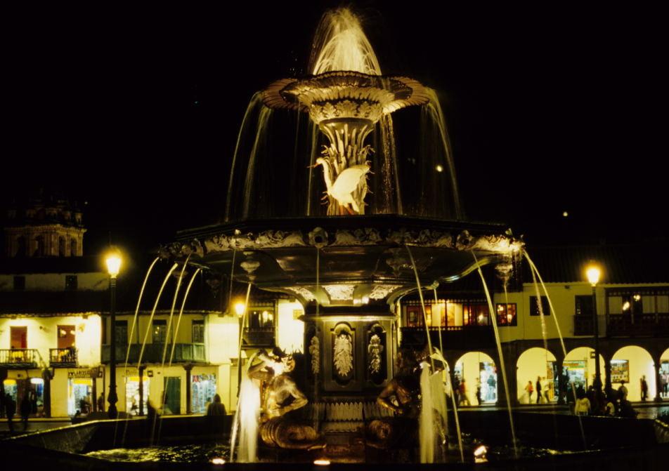 Brunnen auf der Plaza de Armas (Cusco)