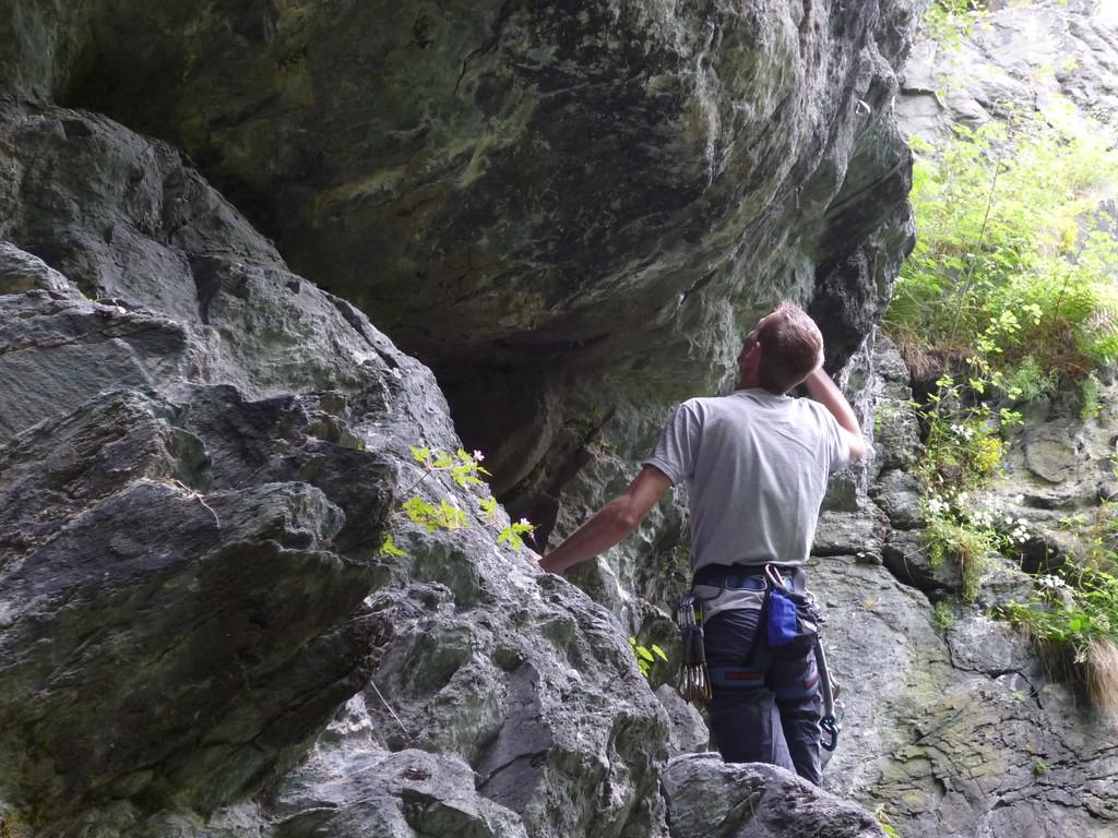 """Georg Fischer bei seinem ersten Versuch, die Techno Route """"Herbstweg"""" VI / A3 frei zu klettern (Vogtlandriff im Steinicht)"""