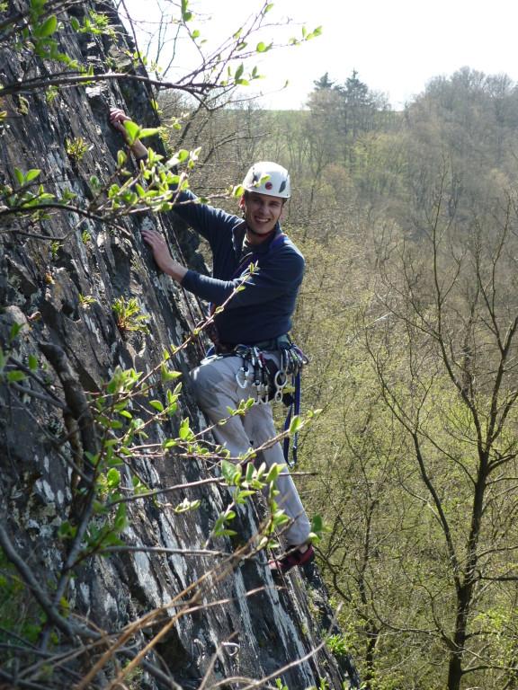 Jens im oberen Drittel der Septemberwand (Klettergebiet Steinicht)