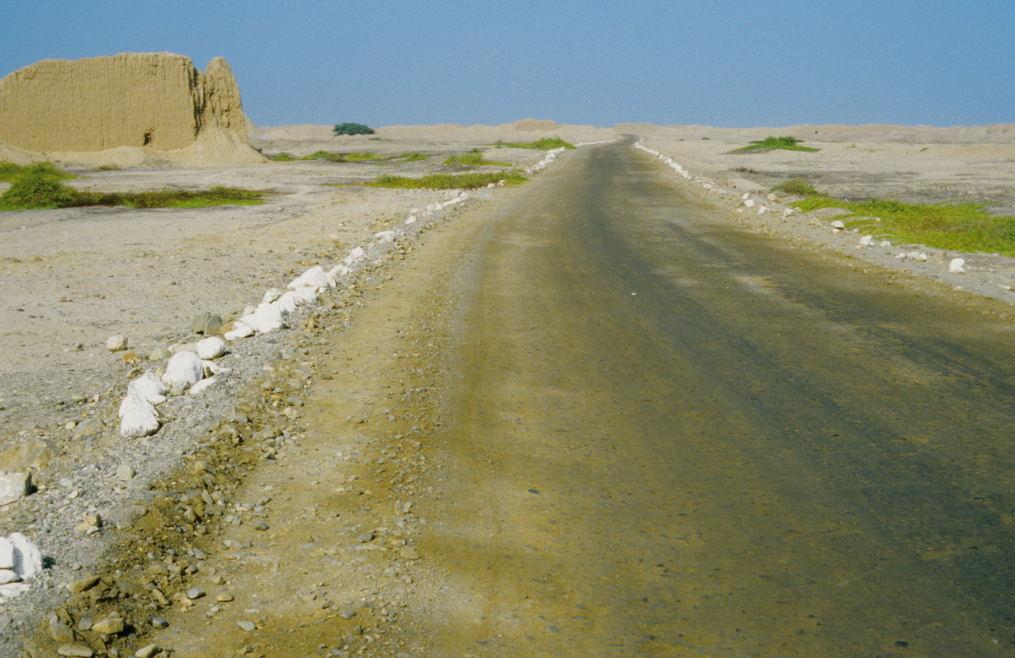 die gesamte Anlage liegt inmitten der Wüste, ca. 1,5 km von der Straße entfernt