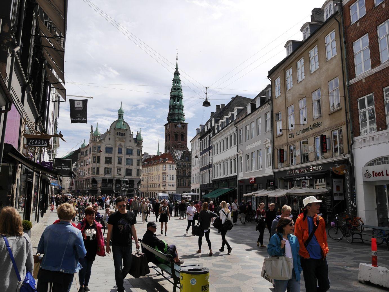 auf dem Strøget ( zu deutsch: der Strich), die längste Fußgängerzone Europas und das Einkaufszentrum im Herzen der Stadt