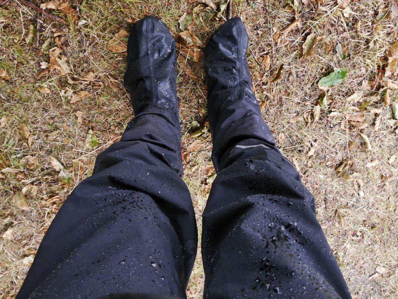 was bin ich froh über meine Regenhosen und Überschuhe