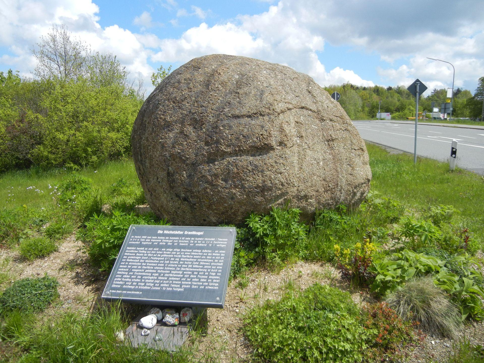 die Höchstädter Granitkugel