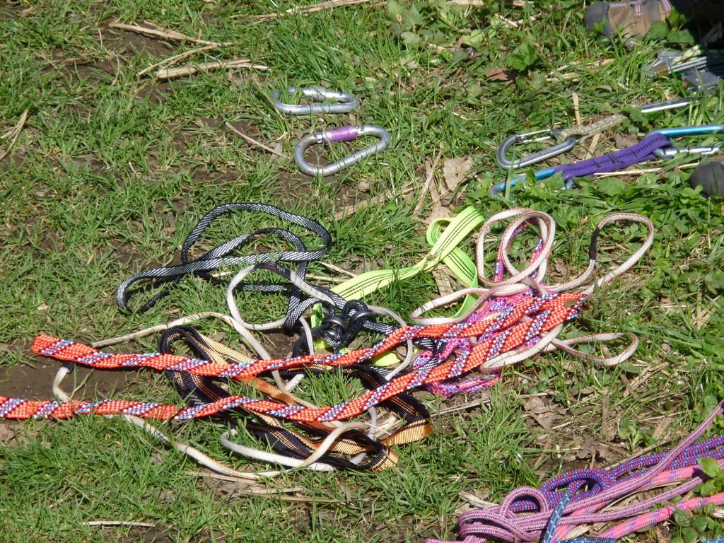 Schlingen, Seile, Karabiner, Reepschnüre etc. - alles wurde besprochen