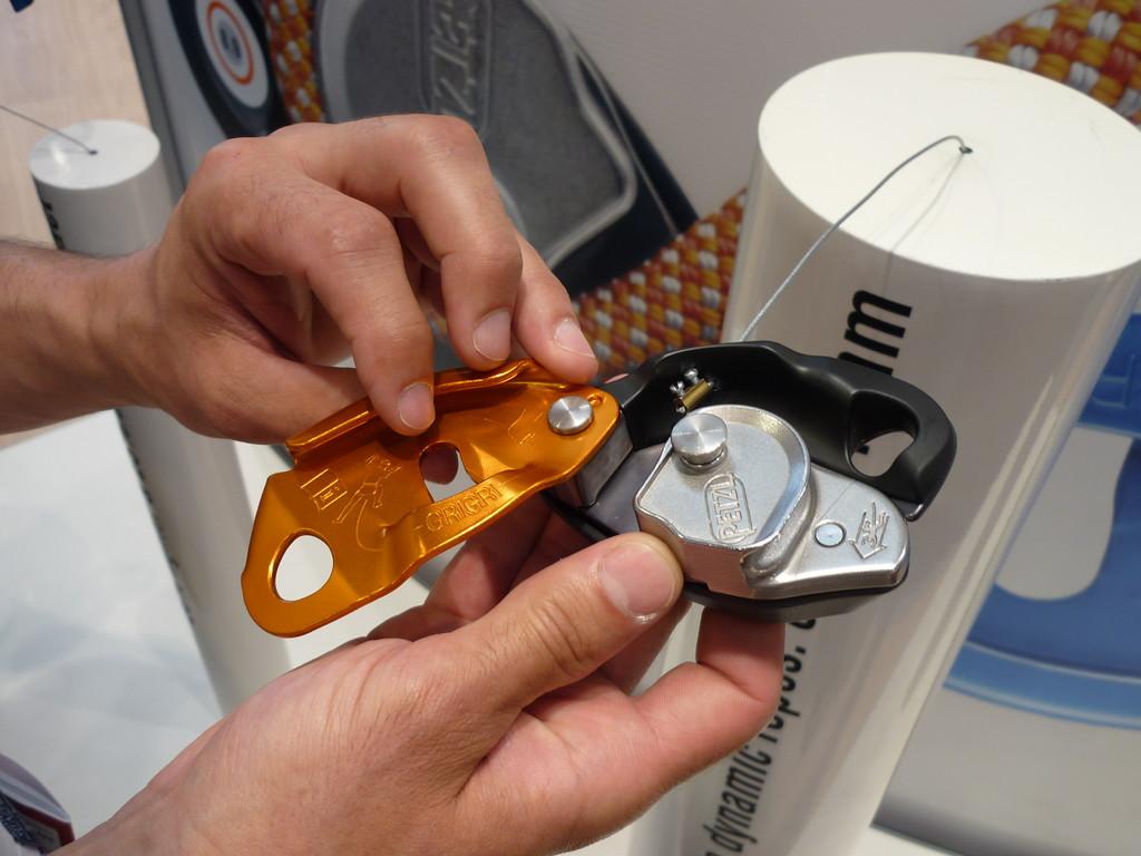 Das Grigri 2 ist kleiner, leichter und für die heutigen Durchmesser der Sportkletterseile konzipiert.