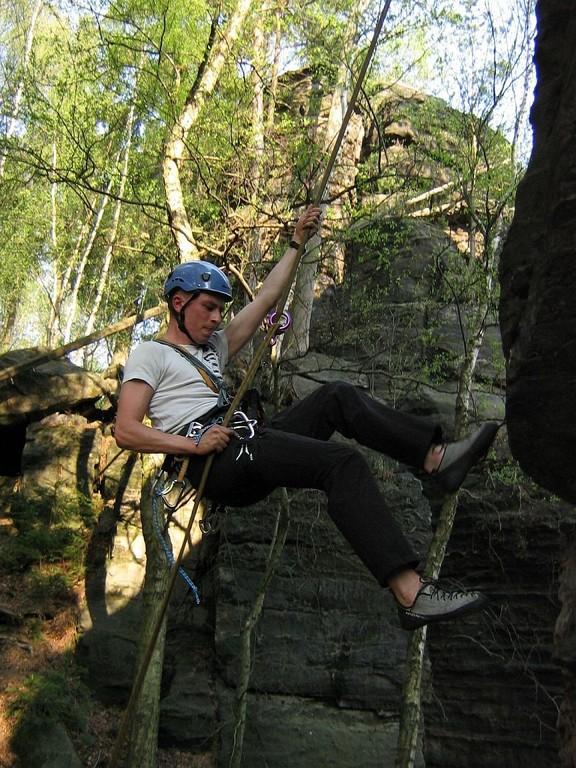 "Christian beim Abseilen vom "" Bewachsenen Fels"""
