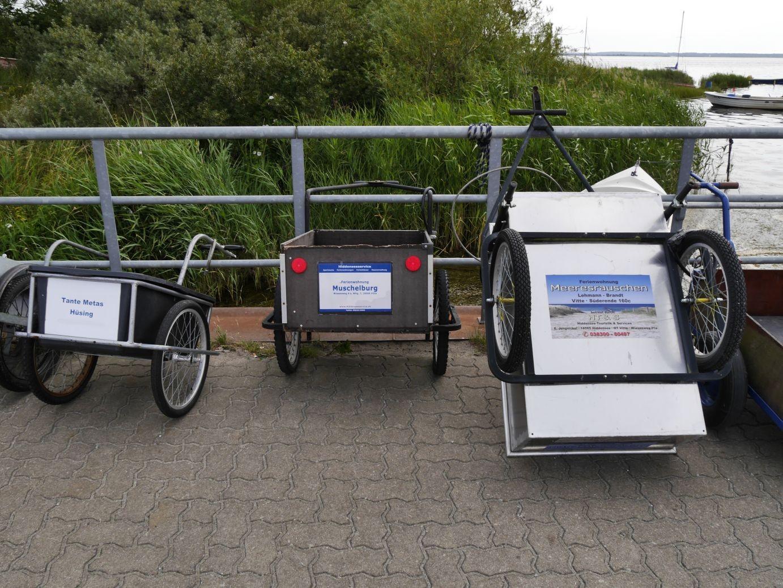 kein Pkw, kein Motorrad, sondern Handwagen sind das Transportmittel der Wahl