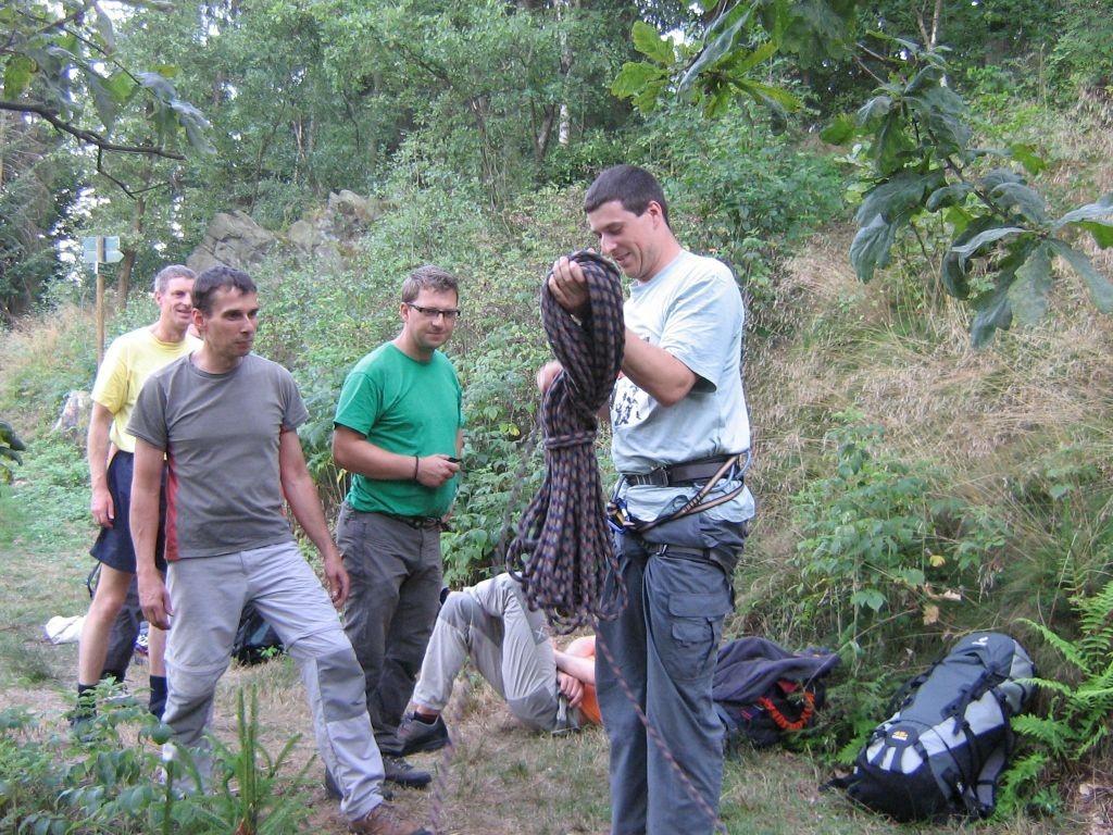 Klettern an der Teufelskanzel bei Greiz - Seil wickeln!? - gar nicht so einfach! (Foto Th. Rahm)