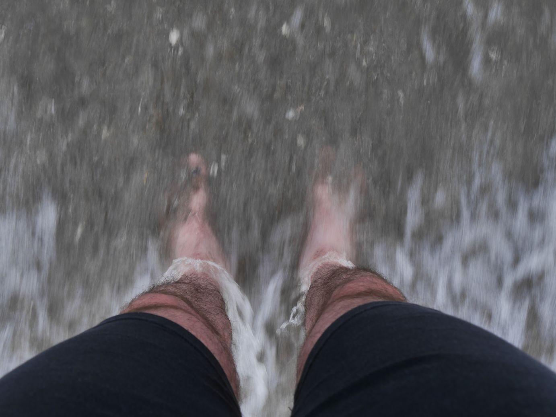 Etappenziel erreicht, die Füße kühlen in der Ostsee