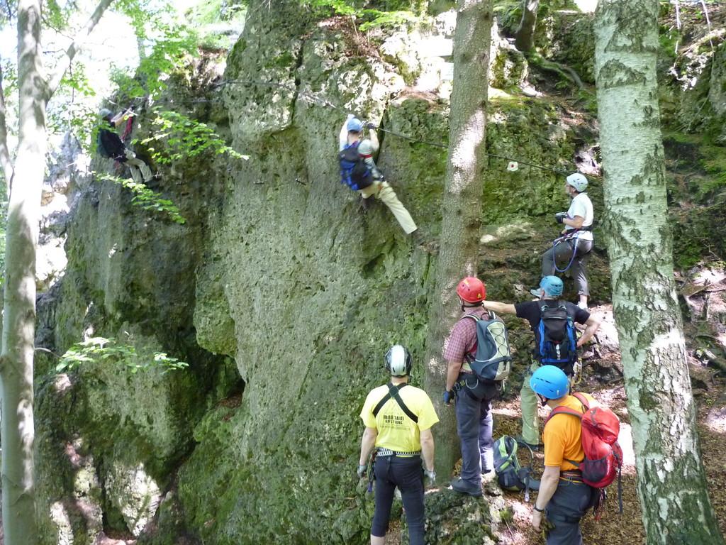 Im schwierigen 3. Teil des Hohenglück Klettersteigs (Hersbrucker Schweiz)