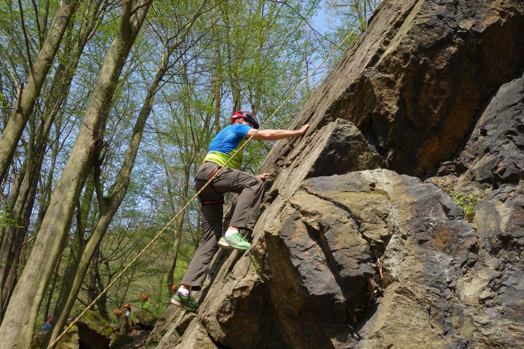 Draußen Klettern bei tollem Wetter
