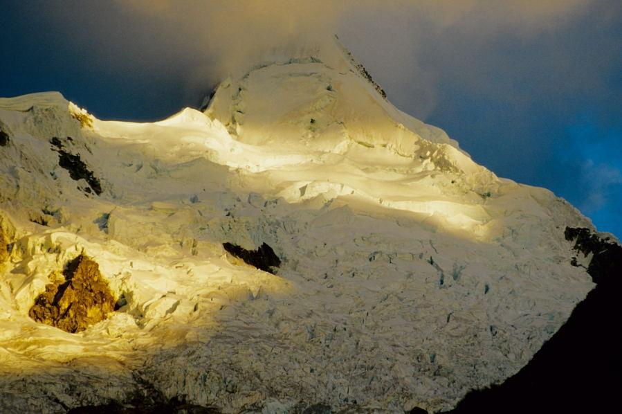 Nevado Alpamayo im Abendlicht