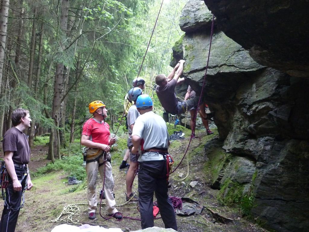 15 Kletterfreunde trafen sich am Lohberg bei Falkenstein zum Mittwochstraining