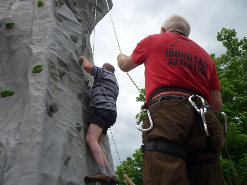 Kletterturm beim Tag der offenen Tür im SALTO Physio-Vital-Zentrum in Falkenstein
