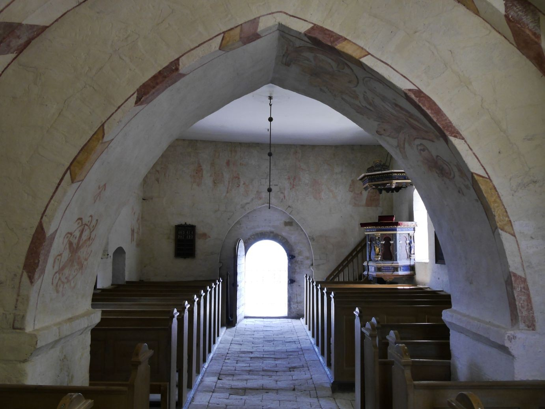 Alte Kirche von Højerup, deren Chor in die Tiefe gerissen wurde
