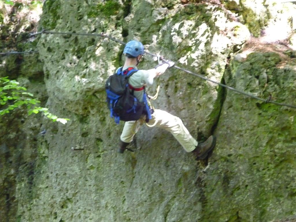 Thomas, unser Fotograf im schwierigen 3. Teil des Hohenglück Klettersteigs (Hersbrucker Schweiz)
