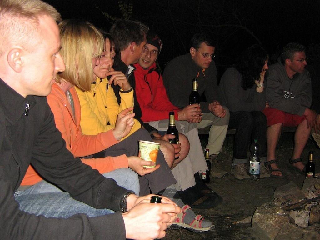 gemütliches Zusammensein am Lagerfeuer