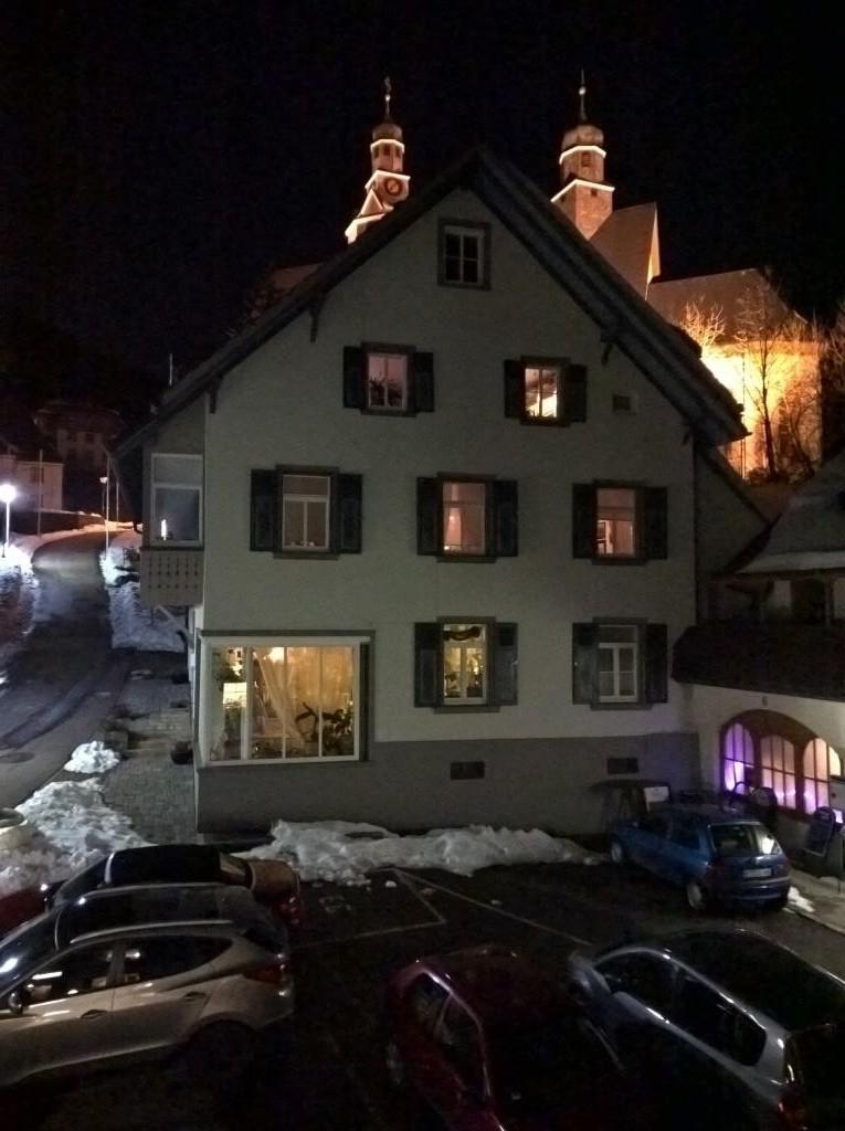 Blick aus meinem Hotelzimmer Richtung Kirche.