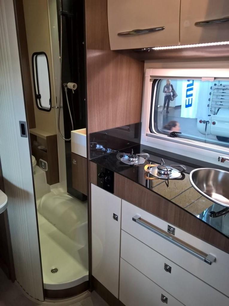 Die Küchenzeile ist für den Reisemobilurlaub vollkommen ausreichend.