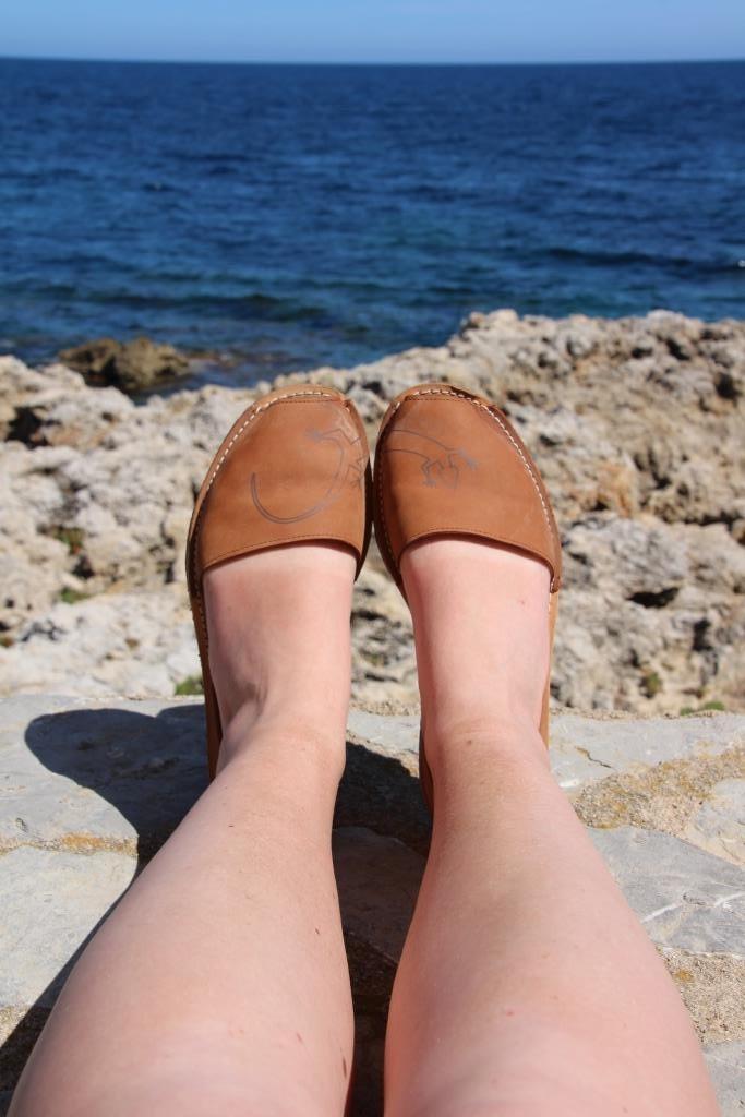 Ich habe immer Sandalen zum Wechseln für nach der Wanderung dabei.