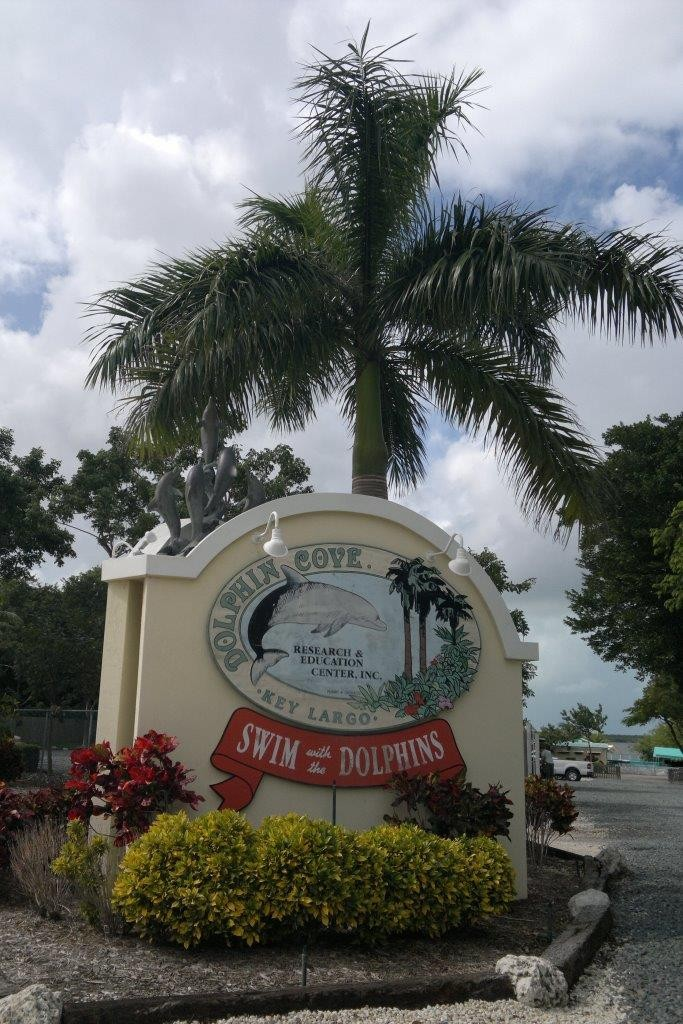Eingang des Dolphin Cove Research & Education Center Inc. auf Key Largo.
