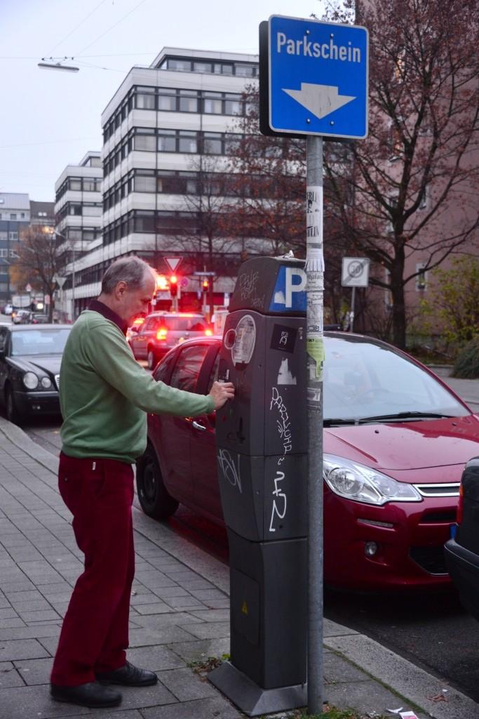 Neben Geschwindigkeitsüberschreitungen zählen auch Parkverstöße zu den häufigsten Gründen für Bußgeldbescheide aus dem Ausland. Quelle: billiger-mietwagen.de