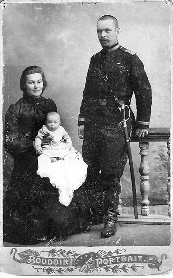 К.А. и А.П. Вилисовы с дочкой Татьяной. Ачинск, 1904 год. Из личного архива Анны Лавровой