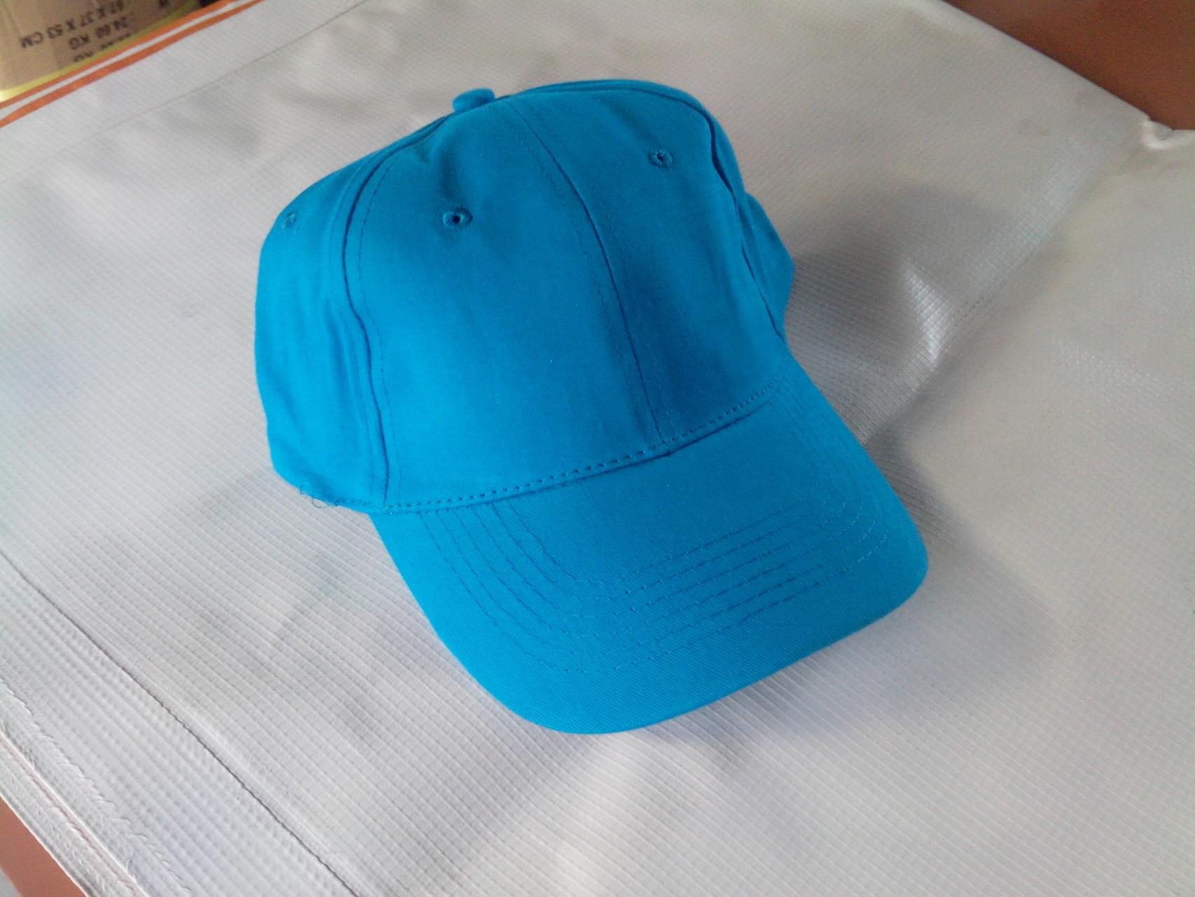 Gorra azul turquesa