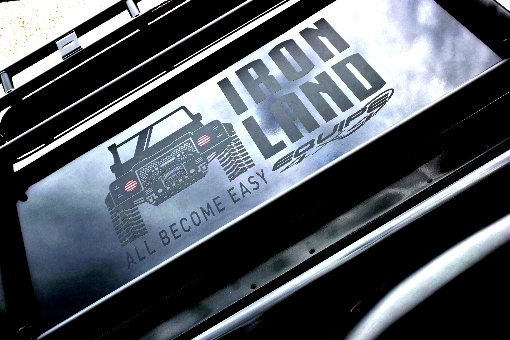 Iron Land: all the Equipe 4x4's style represented in a Defender