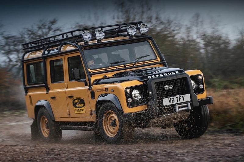 Defender Works V8 Trophy celebra la tradizione di avventura di Land Rover