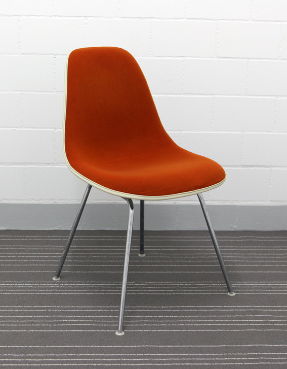 eames fiberglas side chair