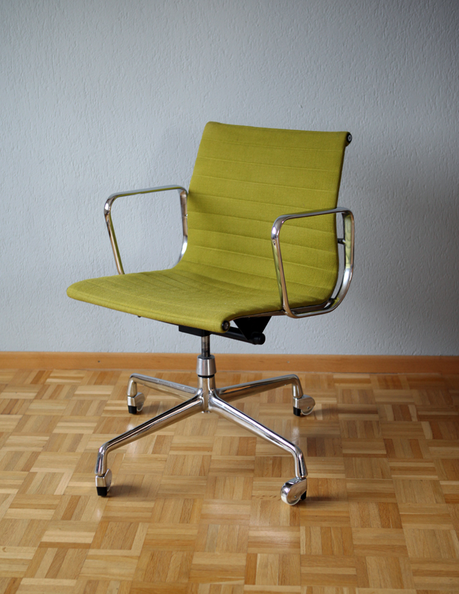 Vintage Eames Alu Chair