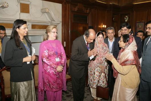 Dr.meenakshi インド大統領プラティバパティルさんと