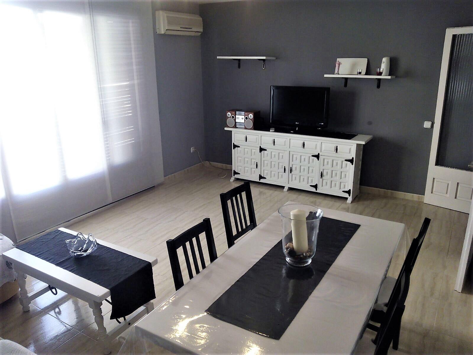 Имеет 2 двойные спальные комнаты, террасу, кухню и зал
