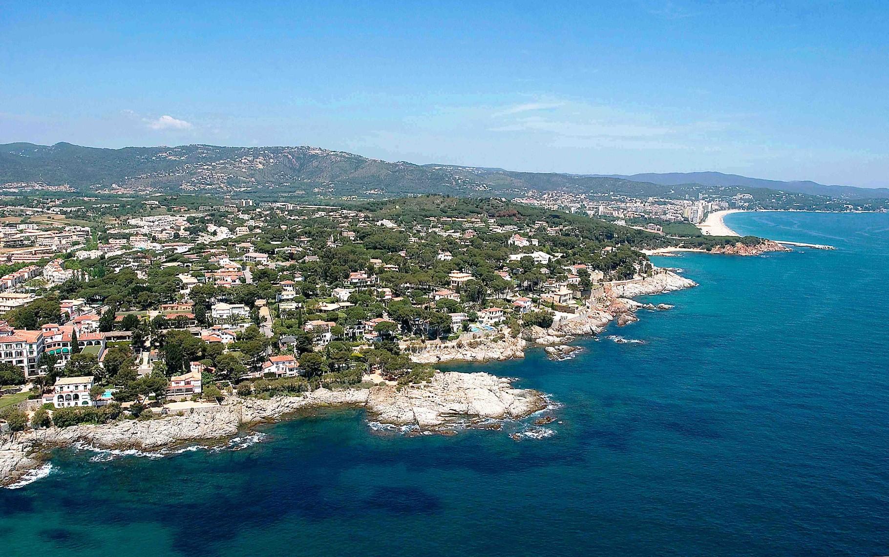 Виды на элитную урбанизацию Сагаро Бель (Ла Гавина), на пляж Са Конка и пляж Сант Пол