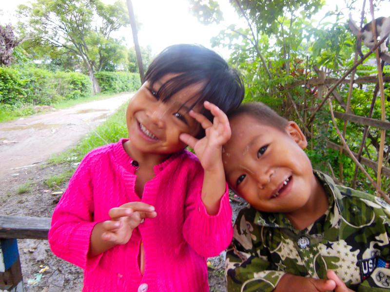 インレー湖のトラディショナルミャンマーマサージ屋さんの子ども達