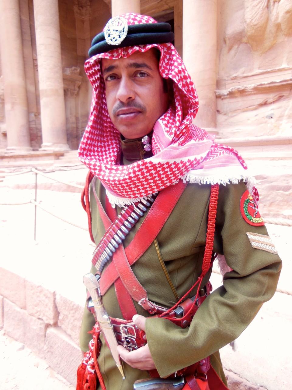 ヨルダンのポリス、ランボー的な重装備