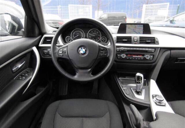 BMW 316D F30 2015 120.000KM  18.900€