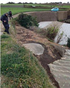 西側斜面に残る砲台地下施設入り口