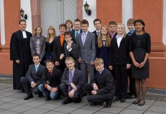 Foto mit den Konfirmandinnen und Konfirrmanden