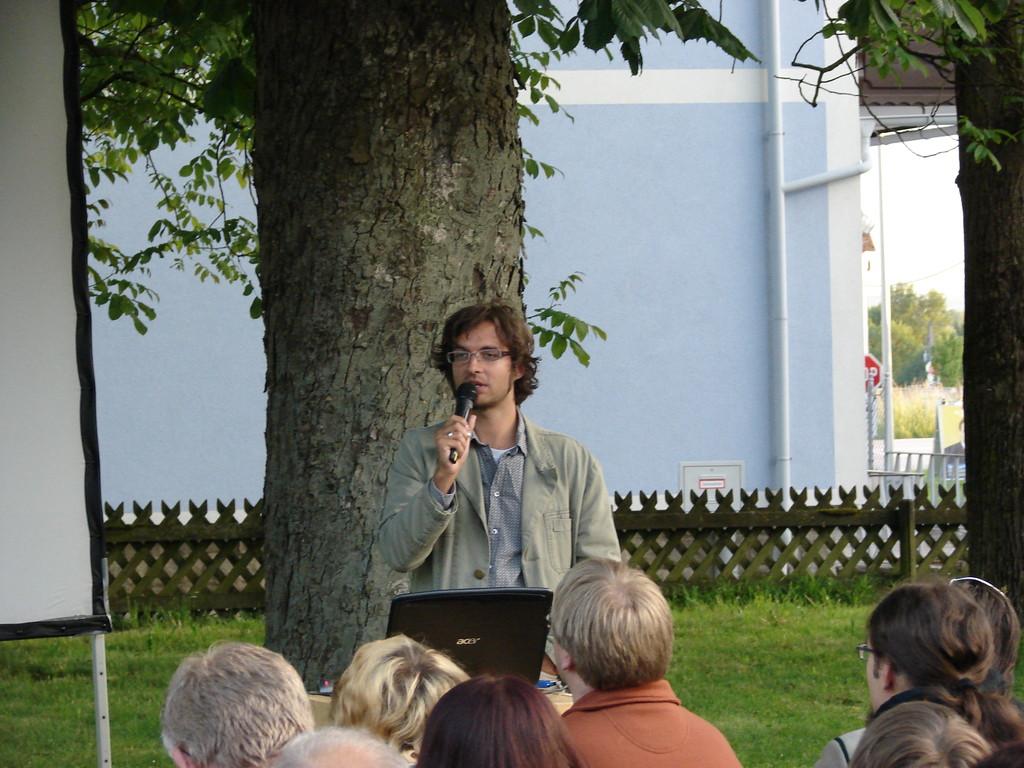 Mag. Christian Scheder fesselt die Besucher mit seinem Vortrag über die Flussperlmuschel. Foto: Jasmin Frühwirth