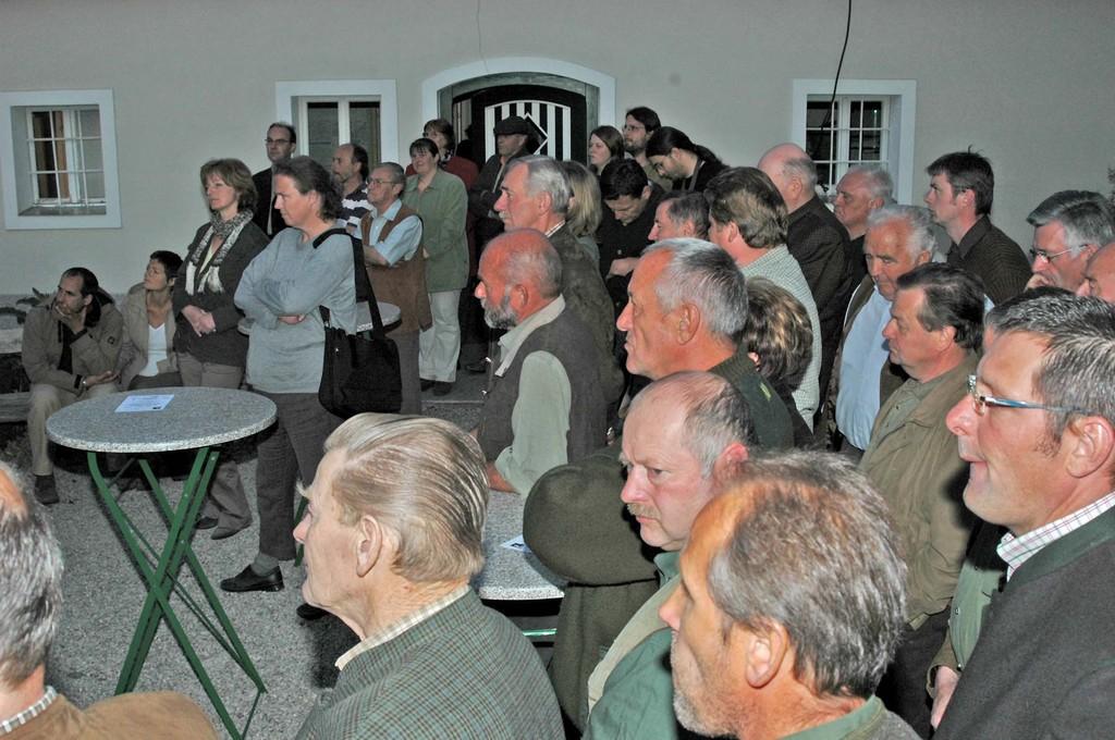 viele interessierte Gäste, besonders unter der Jägerschaft