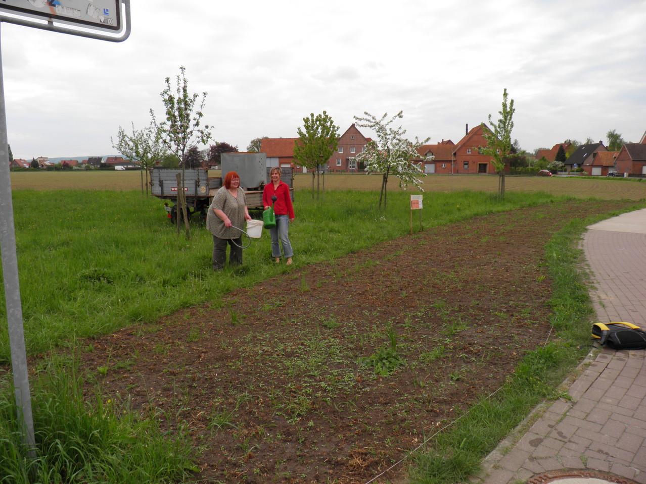 Roswitha und Claudia betreuen die Fläche