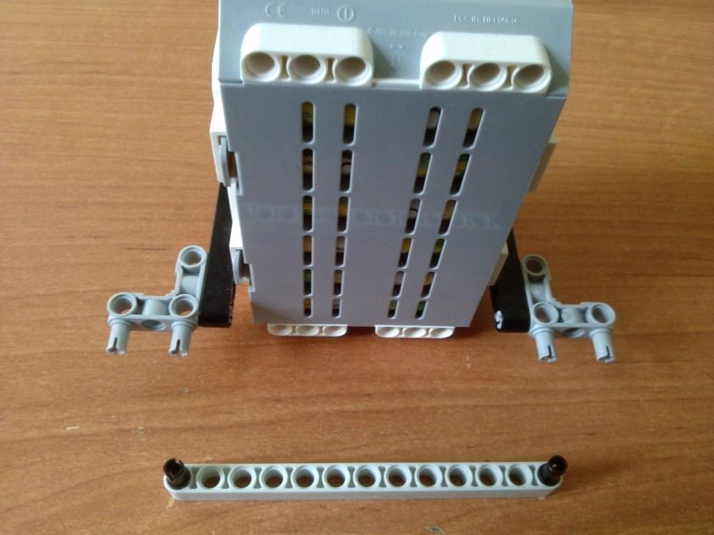Сборка блока микрокомпьютера EV3 часть 2
