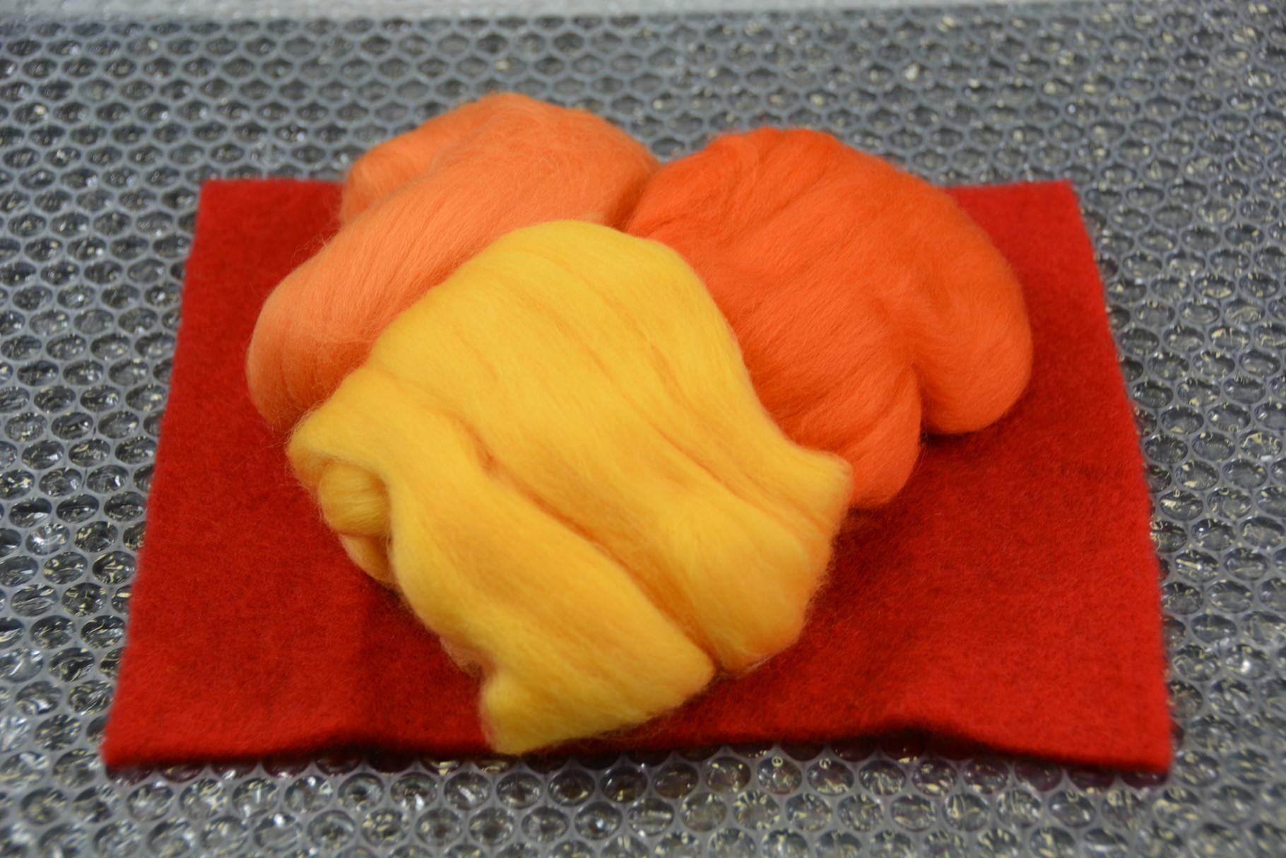 Nadelvlies per Stk. (20 x 25 cm) + Merino Kammzug - erhältlich im Shop