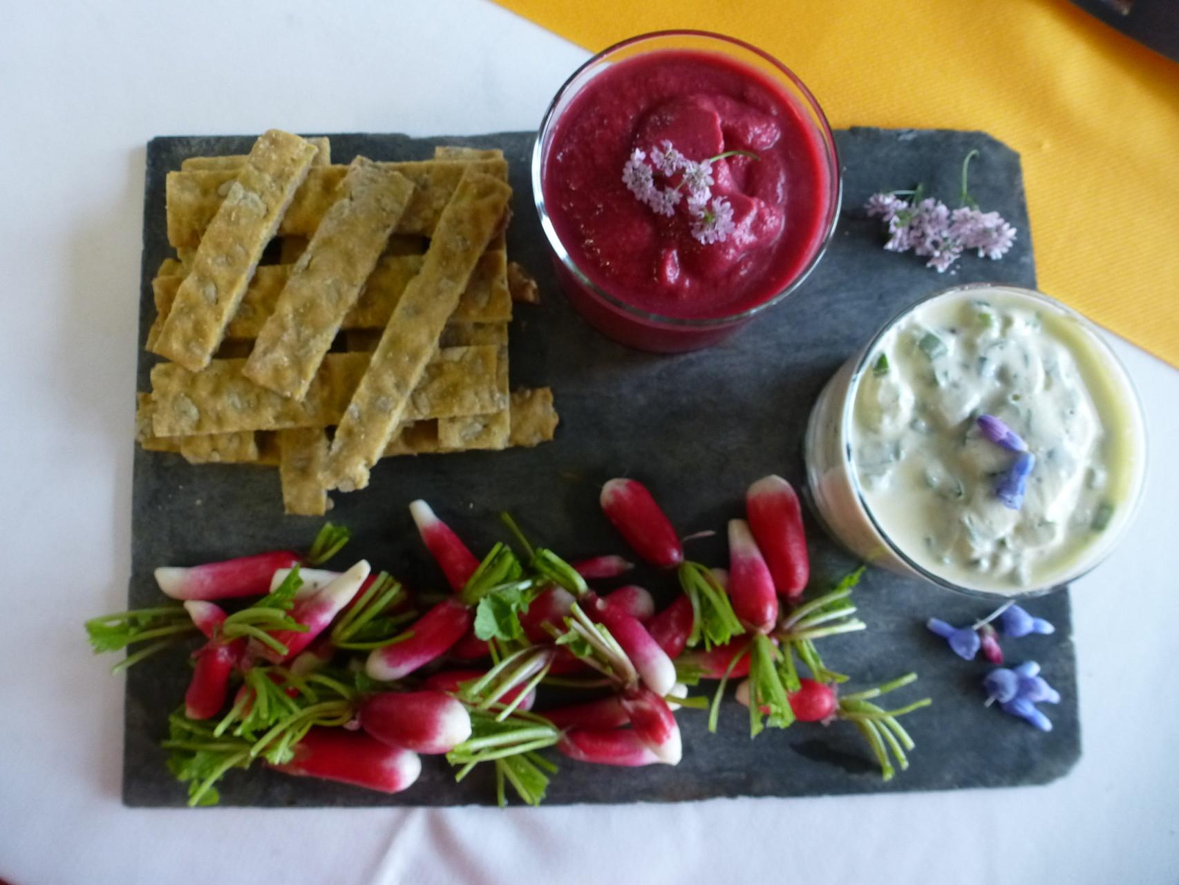 Croquants de tournesol et crèmes de légumes de saison