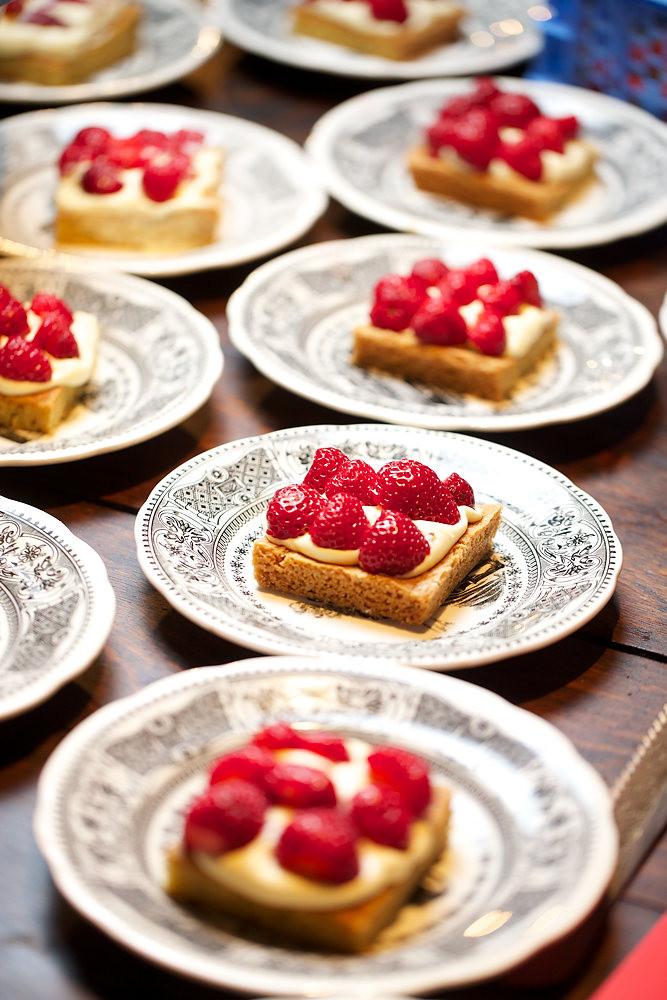 """Gateau de """"Tata Jeanne"""", crème diplomate à la vanille et fraises"""
