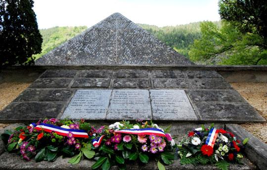 Mémorial de l'Usine Hydro Electrique de St Geniez Ô Merle (19) Hugues BONA Jules ESCALON Maurice LELONG Robert MORVAN René VALADE Sont également sur le Mémorial du Lioran
