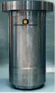 cilindro oleodinamico, cilindro per pressa alesaggio 400, stelo 380, corsa 410, fondello con flangiatura per fissaggio valvola di riempimento DN160